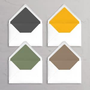 C5 kuverter med for Varna i farverne Pebble, Sumflower, Moss og Coffee. Til Varna designlinjen til et bryllup på Varna Palæet i Aarhus.