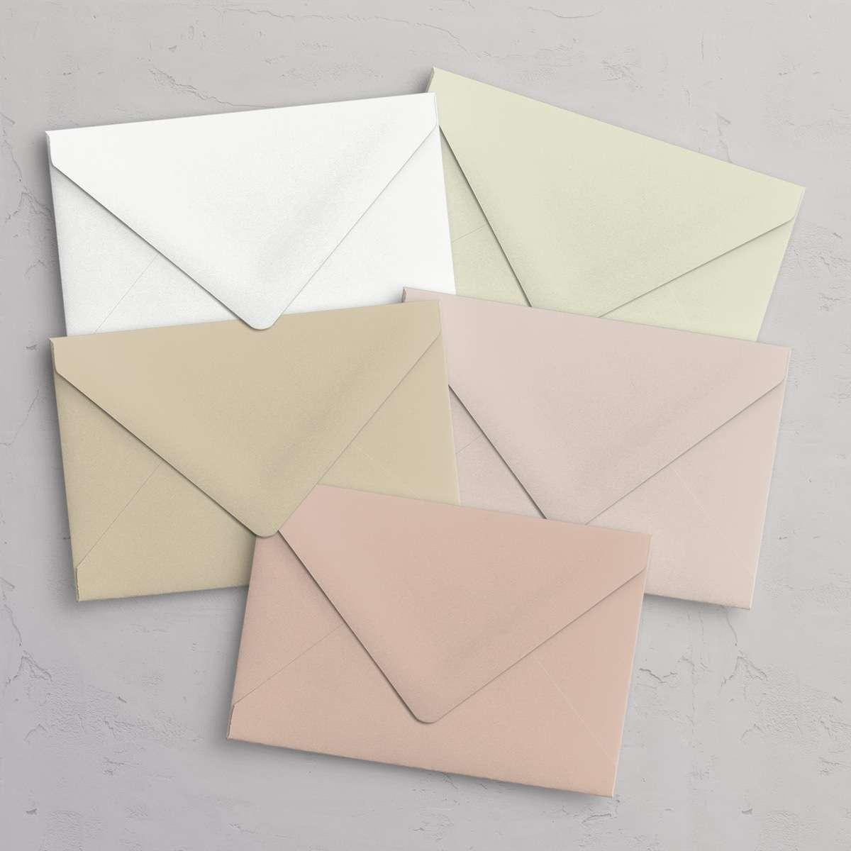 C6 kuverter i neutrale farver: Gesso (råhvid), Limestone (ivory / elfenben), Sabbia (sandfarvet), Nude (lys rosa), Cipria (støvet rosa)