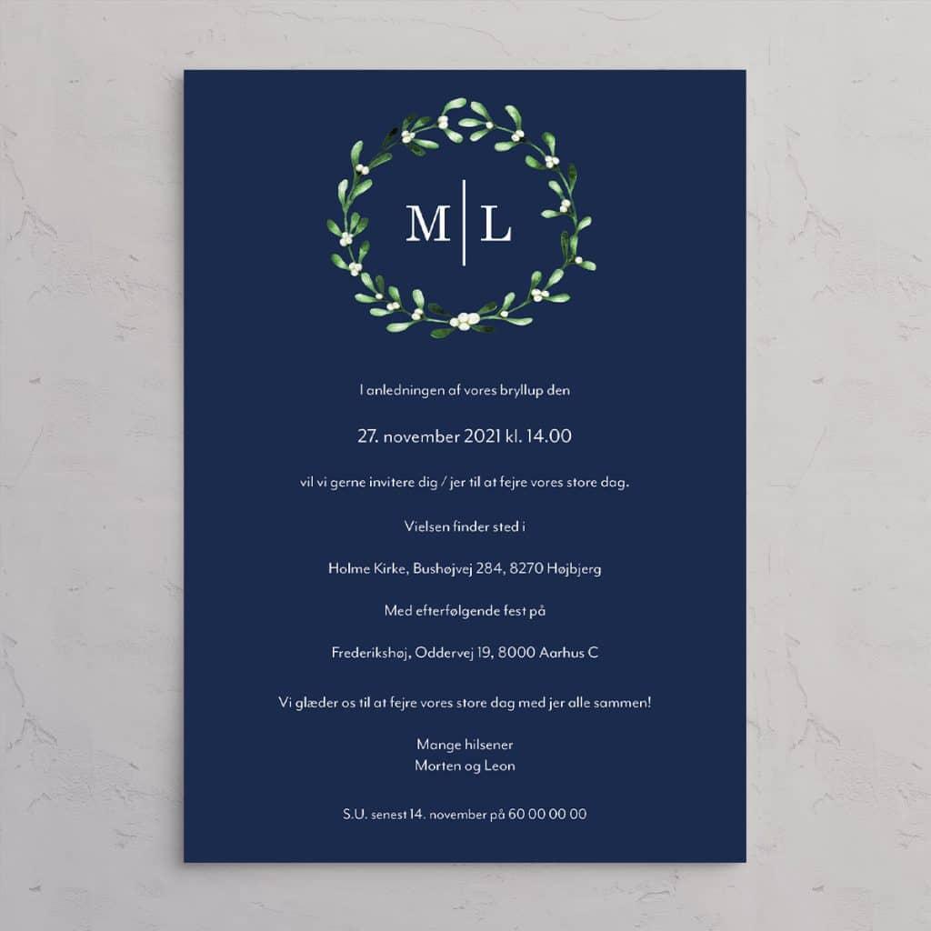 Navy bryllupsinvitation med krans af mistelten perfekt til et vinterbryllup - Mistletoe Wreath