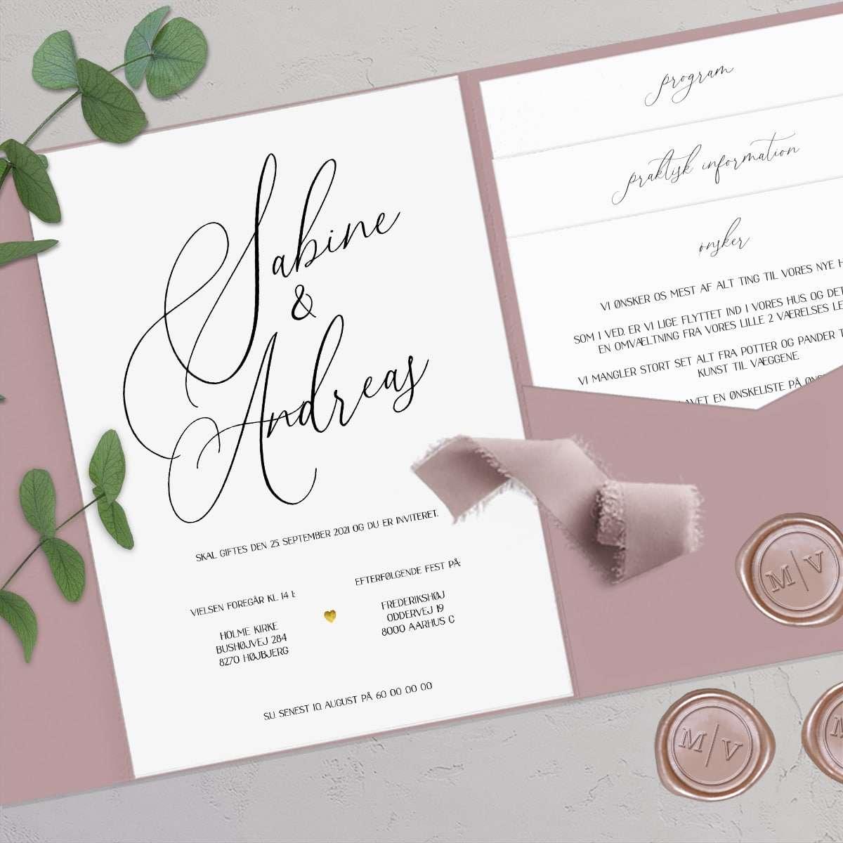 Bryllupsinvitation Calligraphy Pocketfold Bundle med guldfolie, monogram laksegl og håndfarvede silkebånd.