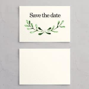 Mistletoe save the date kort på akvarelpapir til bryllupsinvitation. Perfekt egnet til det nordiske vinterbryllup med mørke aftentimer og frostdækket landskab.