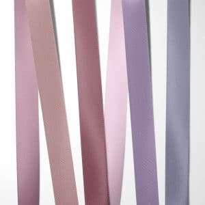 Satinbånd Rosa, pink og lilla nuancer til bryllupsinvitation 100% kvalitets polyester satinbånd i farverne: rosa, støvet rosa, mørk rosa, lyserød / pink, lavendel og lilla
