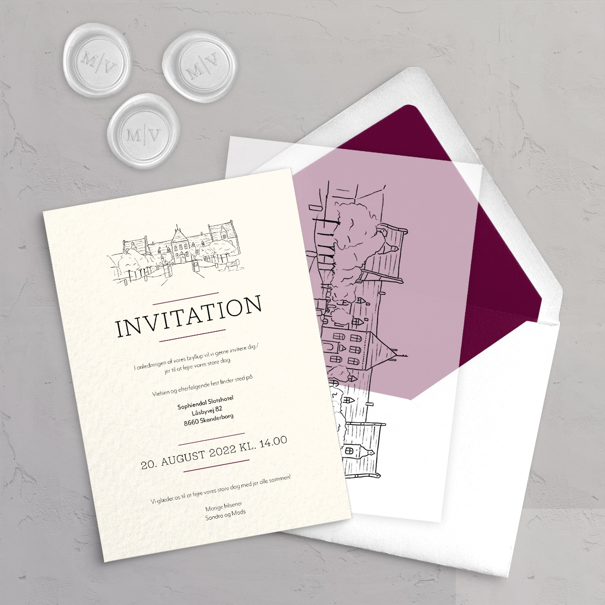Bryllupsinvitation Sophiendal Slotshotel på akvarelpapir med vellumcover, monogram klistermærke og foret kuvert i farven Winter Berry