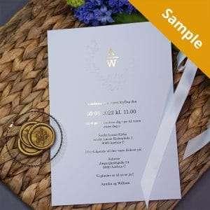 Guldfolie detaljer på Embossed Wreath luksus bryllupsinvitation med prægning