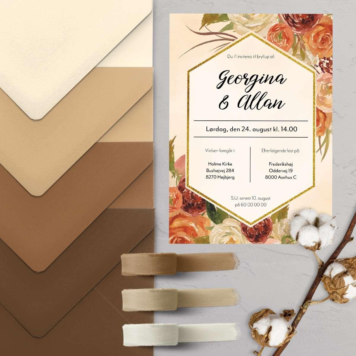 Farvetrends 2021 Desert Mist - Bryllupsinvitationen Fleur Eternal med C5 kuverter i brune farver og sand farver. Stylet med silkebånd i neutrale farver.